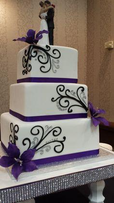 dark purple, grey, and black bouquet - add some bling Purple Wedding Cakes, Wedding Cakes With Cupcakes, Wedding Cakes With Flowers, Cool Wedding Cakes, Beautiful Wedding Cakes, Wedding Cake Designs, Wedding Cake Toppers, Beautiful Cakes, Cupcake Cakes