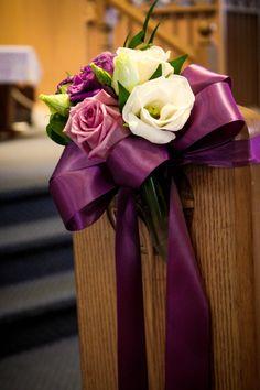 Simple pew flowers. Floral Design: www.vannoortevents.com
