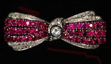 Platinum 1930/40s ruby and diamond bow brooch v. wearable .
