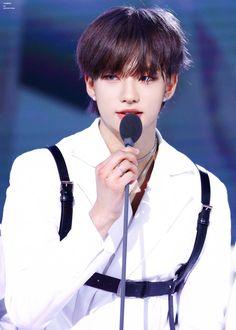 I miss his mullet too, and I LOVE his blue eyes Lee Min Ho, Jimin Jungkook, Idole, Felix Stray Kids, Wattpad, Drama Queens, Jolie Photo, Lee Know, Kpop Boy