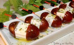 Brocheta de tomatitos con queso fresco