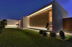 Mammaròssa Restaurant by Studio Candeloro Architects ᴷᴬ Minimalist Architecture, Architecture Details, Interior Architecture, Design Exterior, Facade Design, Facade Lighting, Exterior Lighting, Facade House, Residential Architecture
