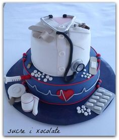 - cake by Pelegrina Doctor Birthday Cake, Doctor Cake, Pretty Cakes, Beautiful Cakes, Amazing Cakes, Cake Cookies, Cupcake Cakes, Medical Cake, School Cake