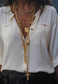 Inspiration Look - LoLoBu  SOFT TOP with jewelry enhances cleavage!
