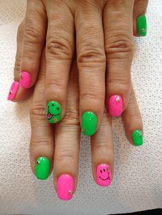 smile neon nail