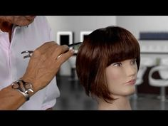 Painting With A Razor - A Sam Villa Razor Cutting Technique For Removing Weight Retro Hairstyles, Weave Hairstyles, Straight Hairstyles, Hair Cutting Techniques, Hair Color Techniques, Youtube Hair Tutorials, Indian Hair Weave, Edges Hair, Red Brown Hair