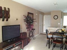 This beautifully decorated condo in Branson is located at Holiday Hills Golf Resort. Spend your nights enjoying one of the many shows Branson has to offer and your days playing golf, tennis, swimming or just relaxing ...