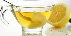 ¿Por qué es bueno beber agua tibia con limón en ayunas?