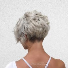 Ash Blonde Curly Pixie Bob blonde hair styles 50 Trendiest Short Blonde Hairstyles and Haircuts Curly Pixie, Short Curly Hair, Wavy Hair, Short Hair Cuts, Curly Hair Styles, Long Hair, Thick Hair, Short Pixie Bob, Edgy Pixie