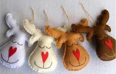 Manualidades de Navidad de fieltro: Ideas DIY. Te ofrecemos una selección de figuras muy sencillas para hacer tú misma: un muñeco de nieve, un reno y un calcetín de Navidad.