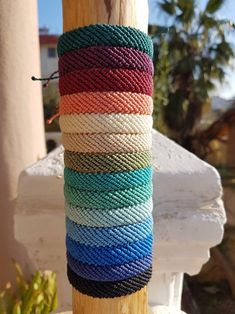 Here friendship bracelet colors combinations, cute friendship bracelets, friendship bracelets aesthetic, vsco friendship bracelets Yarn Bracelets, Diy Bracelets Easy, Summer Bracelets, Bracelet Crafts, Braided Bracelets, Colorful Bracelets, Handmade Bracelets, Gold Bracelets, String Bracelets