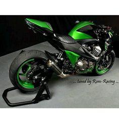 Yamaha Motocross, Suzuki Motorcycle, Motorcycle Gear, Kawasaki Motorbikes, Kawasaki Motorcycles, Cars And Motorcycles, Street Bikes, Road Bikes, Z 800