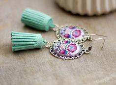 Boucles d'oreilles à fleurs et pompon vert menthe : Boucles d'oreille par callenana