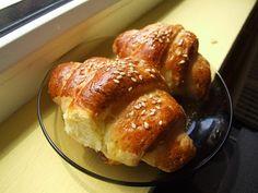 Cornuri cu smantana acra | Retete culinare cu Laura Sava