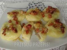 Kluski śląskie z mięsem okraszone boczkiem i cebulką - przyslijprzepis.pl