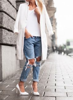 Ripped boyfriend jeans, white pumps. white top, and a white blazer. So chic.