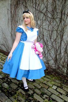 DIY Alice in Wonderland Costume!