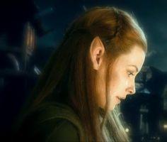 Tauriel Kili Hobbit, Kili And Tauriel, Tolkien Books, Jrr Tolkien, Types Of Nymphs, Elven Woman, Jessica Alba Dress, Mirkwood Elves, Elf Warrior