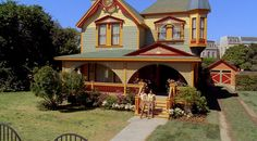 The Aunt's House, Pushing Daisies.  Production Design by Michael Wylie, Art Direction by Kenneth J. Creber, Set Decoration by Halina Siwolop.