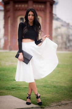 asos white midi skirt, timur photography, streetstyle berlin, berlin fashion blogger, not your standard, crop top, other stories wedges, zookies berlin, fold over clutch, prenzlauer berg, black and white, outfit,