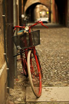 Bicycles. Old bikes in particular.. <3