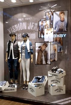 "(A través de CASA REINAL) >>>>>  15 Fall ""Urban Jeans"" window display by Yishion"