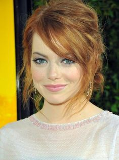 Emma Stone is an unusual beauty and looks good as a redhead or a blonde. Pretty Hairstyles, Wedding Hairstyles, Redhead Hairstyles, Hairstyles 2018, Fringe Hairstyles, Corte Y Color, Red Hair Color, Red Color, Red Hair For Cool Skin Tones
