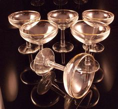 Your resource for entertaining with retro style! Vintage Champagne Glasses, Chips, Vintage Fashion, Entertaining, Table Decorations, Free Shipping, Usa, Retro, Elegant