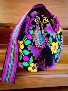 Worki mochilla i wayuu Crochet Chart, Knit Crochet, Crochet Bags, Mochila Crochet, Tapestry Crochet Patterns, Tapestry Bag, Unique Purses, Crochet Accessories, Knitted Bags