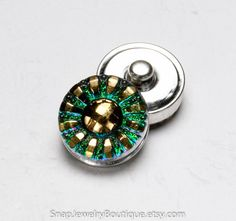 Snap button 18mm Czech glass, green purple, fits Ginger Snaps, Magnolia & Vine, and Noosa jewelry, item E180