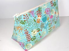 Easy Cosmetics Bag Pattern. Free pattern, quick and easy to sew but so many uses! http://so-sew-easy.com/easy-cosmetics-bag-pattern/?utm_source=CraftGossip+Daily+Newsletter&utm_campaign=48395962af-CraftGossip_Daily_Newsletter&utm_medium=email&utm_term=0_db55426a84-48395962af-196060585