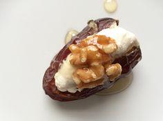 recept gevulde dadel, dadel met geitenkaas walnoot en honing, dadel snack, recipe stuffed date, date with goat cheese walnut honey