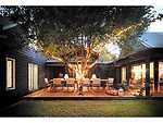 Afresco dining under a shady pear tree: Wallara on Pearl in Pearl Beach Pallet Decking, Pearl Beach, Beach House, Pearls, Mansions, House Styles, Building, Outdoor Decor, Houses
