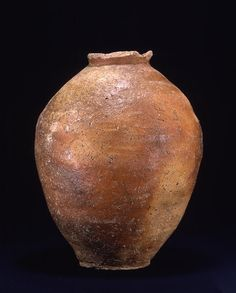 TitleLarge Jar (Collection of John and Kimoko Powers, Colorado) ProvenanceShigarai kiln, Shiga pref. PeriodMuromachi period Century15-16c MaterialsShigaraki ware DimensionsH-45.2 D-24