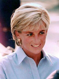 diana is still alive - Princess Diana Photo - Fanpop Princess Diana Images, Princess Diana Family, Brown Hair With Blonde Highlights, Hair Highlights, Diana Haircut, Short Hair Cuts, Short Hair Styles, Bob Haircut For Fine Hair, Lady Diana Spencer