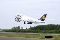 București - New York cu Lufthansa, de la 395 EURO (dus-întors) - DolyDoly Vintage New York, Euro, New York City, Boeing Aircraft, One World Trade Center, Nyc, Aircraft Design, France, Night City