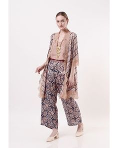 Modern Hijab Fashion, Batik Fashion, Muslim Fashion, Emo Fashion, Kebaya Modern Dress, Kebaya Dress, Modern Batik Dress, Simple Dresses, Cute Dresses