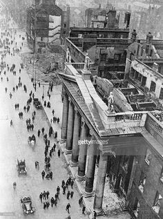 The shattered remains of the General Post Office in Sackville Street,. Ireland Pictures, Old Pictures, Old Photos, Vintage Photos, Ireland 1916, Dublin Ireland, General Post Office, Easter Rising, Dublin City