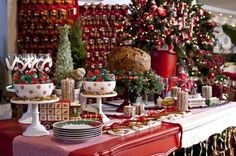 Mesas decoradas para o Natal assinadas por designers e artistas - Casa