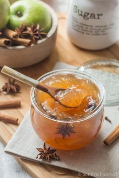 A delicious apple jam with sweet spices (cinnamon, vanilla & star anise) Chutney, Mousse Au Chocolat Torte, Apple Jam, Sweet Spice, Spiced Apples, Batch Cooking, Vegetable Drinks, Healthy Eating Tips, Food Menu