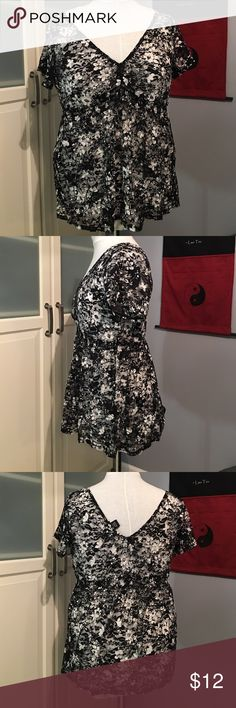 Black and White Floral Torrid Top Black and white floral too. Lower a neck in the front and back of top. Worn a few times. Very stretchy. Smoke free home. Torrid Size 1 torrid Tops Tees - Short Sleeve