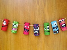 Nuestro Mundo Creativo: MONSTRUOS con rollos de cartón