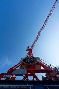 Herausforderung: Der WOLFF 7532.16 cross wurde nicht auf dem Boden, sondern auf einer bestehenden 6 Meter hohen Schienenkonstruktion aufgestellt, auf der er im Einsatz hin- und herfahren kann.