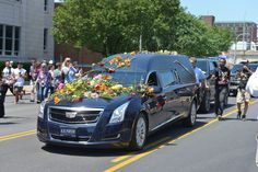 Ali's funeral procession passes his childhood home in South Louisville.