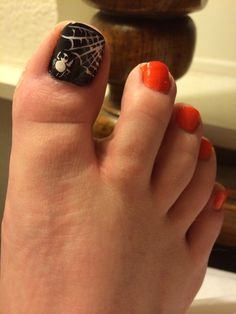 my today's post which is highlighting Halloween toe nails art designs & ideas of Halloween Toe Nails, Fall Toe Nails, Halloween Nail Designs, How To Do Nails, Fun Nails, Pretty Nails, Pretty Pedicures, Pretty Toes, Pedicure Designs