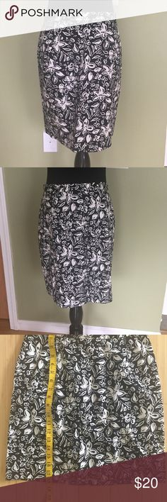 🇺🇸SALE🇺🇸A-lined  Skirt Beautiful skirt in like new condition Skirts Midi