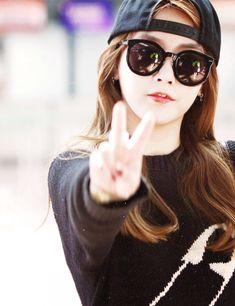 Soyeon - T-ara K Pop, Park Ji Yeon, Korean Music, Kpop Girls, Asian Beauty, Parks, Round Sunglasses, Hair Makeup, Kimono