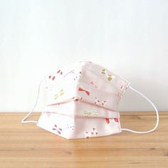 Dots and checks and stripes on the ribbon pattern! Glitter of the design is very cute!!  TEMARIYA masks are all hand made with soft, skin-friendly dou...