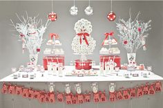 See fabulous ideas for a glam winter baby shower, as well as for Christmas baby showers. Also, inspiration when looking for sprinkle baby shower ideas! Christmas Baby Shower, Baby Shower Winter, Baby Winter, Winter Theme, Baby Shower Desserts, Baby Shower Favors, Baby Shower Gifts, Shower Baby, Fiesta Baby Shower