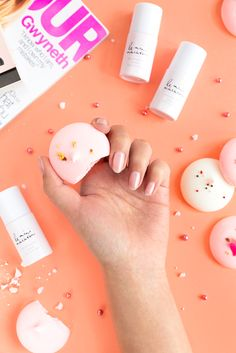 Light and airy, just like the dessert. Our Meringue polish fits with any spring wardrobe. DIY gel manis anytime, anywhere with Le Mini Macaron!